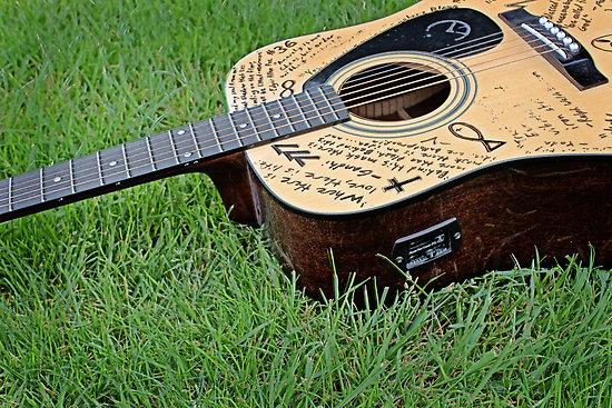 13 berlin carolan guitar. Black Bedroom Furniture Sets. Home Design Ideas